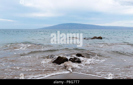 Maui beach, view of the island of Lana'i - Stock Image