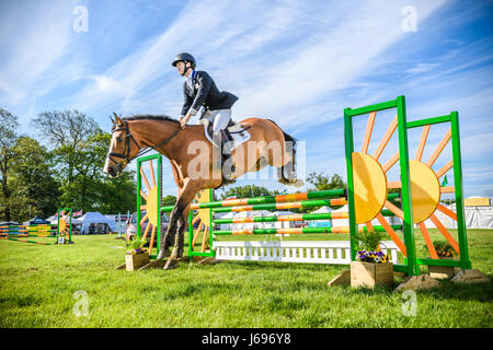 Rockingham Castle grounds, Corby, England. Saturday 20th May 2017. Alexander Tordoff and his horse Chapman leap - Stock Image