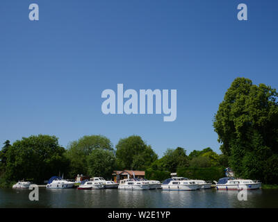 Luxury Boats, Chandlery Boatyard, Moulsford, Oxfordshire, England, UK, GB. - Stock Image