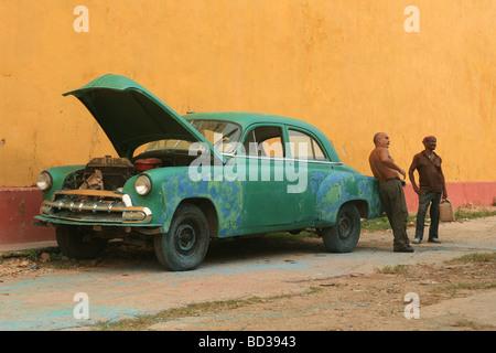 Cuba, Trinidad. Cuban mechanics work on classic 1953 Chevrolet Styline automobile. Photo CUBA1442. Copyright Christopher - Stock Image