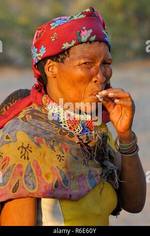 Bushman (San) Woman Smoking Cigarette In The Kalahari Desert In Ghanzi, Botswana - Stock Image