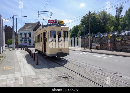 ASVi Museum's Four Wheel Tramcar No.9924 Grinds it way up Rue de Fosteau, Thuin, Belgium - Stock Image