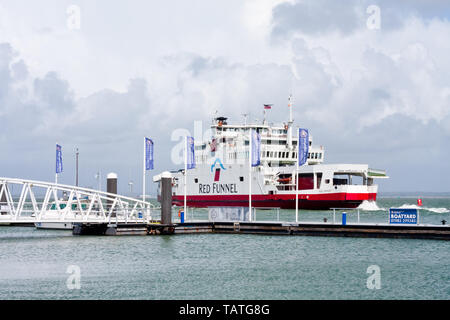A Red Funnel ferry leaves from Cowes, Isle of Wight - Stock Image