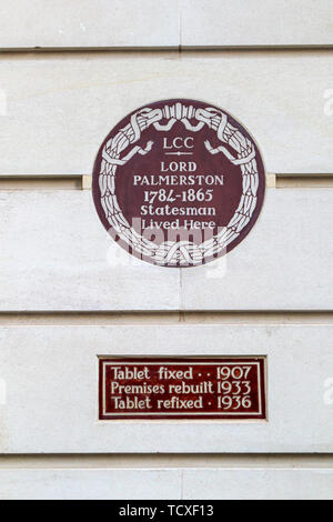 Wall plaque in Carlton Gardens, City of Westminster, London, SW1, UK: Lord Palmerston 1784-1865, statesman and prime minister, lived here - Stock Image