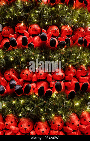 Red teddy bears on the Christmas Tree at the Conrad Hotel, Singapore - Stock Image