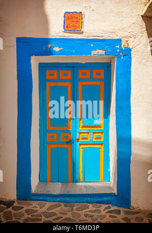 Brightly coloured doorway in Macharaviaya, mountain village and home to international artists, Province of Málaga, Andalusia, Spain. - Stock Image