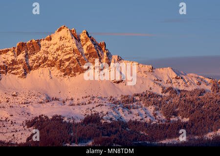Sunset on Chabrieres Needles (Aiguilles de Chabrieres) in Winter. Ecrins National Park, Saint-Apollinaire, Hautes-Alpes, French Alps, France - Stock Image