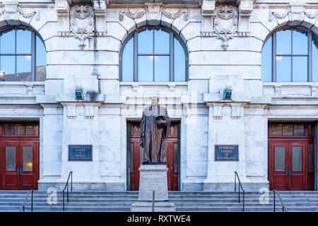 Louisiana State Court of Appeal, Louisiana Supreme Court building with statue of Edward Douglas White in foreground, Royal St, New Orleans French Quar - Stock Image