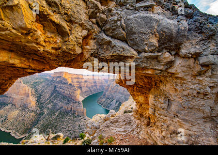 Arch framing BIghorn Canyon National REcreation Area, Montana, Bighorn Lake, Bighorn Mountains - Stock Image