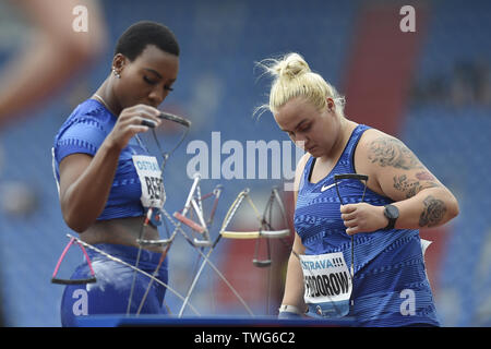 Ostrava, Czech Republic. 20th June, 2019. L-R Gwen Berry (USA) and Joanna Fiodorow (Poland) compete in hammer throw during the Ostrava Golden Spike, an IAAF World Challenge athletic meeting, in Ostrava, Czech Republic, on June 20, 2019. Credit: Jaroslav Ozana/CTK Photo/Alamy Live News - Stock Image