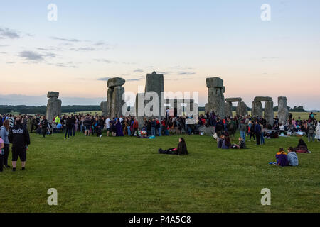 Stonehenge, Amesbury, UK, 20th June 2018,   People gathering at stonehenge at the start of the summer solstice  Credit: Estelle Bowden/Alamy Live News. - Stock Image