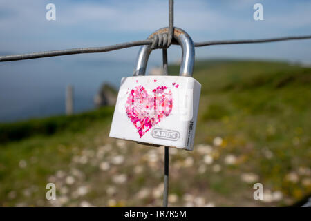 A padlock signifying love on the coastal path in Dorset - Stock Image