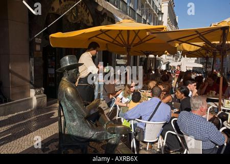 Portugal Lisbon Cafe Brasileira Barrio Chiado people statue Fernando Pessoa rua Garret - Stock Image