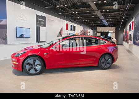 The interior of a Tesla showroom inside the Walt Whitman mall in South Huntington, Long Island, New York - Stock Image