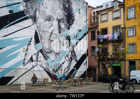 Large mural and street art in Porto by artist Daniel Eime. - Stock Image