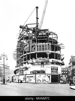 BBC Broadcasting House in Langham Place, London, under construction, circa November 1930.     Date: circa 1930 - Stock Image