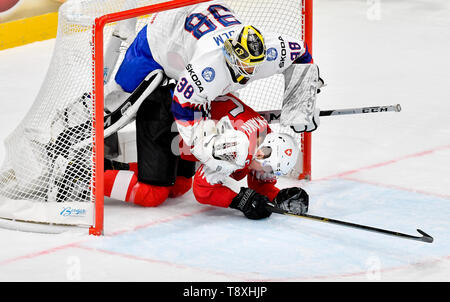 Bratislava, Slovakia. 15th May, 2019. Gregory Hofmann (SWE), in red, and goaltender Henrik Holm (NOR) in action during the match between Switzerland and Norway within the 2019 IIHF World Championship in Bratislava, Slovakia, on May 15, 2019. Credit: Vit Simanek/CTK Photo/Alamy Live News - Stock Image