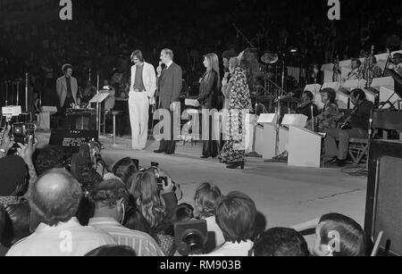 Presidential candidate George McGovern talks onstage before a fundraising concert in April 15, 1972 at The Forum in Los Angeles featuring James Taylor, Carole KIng, Barbra Streisand and Quincy Jones. - Stock Image