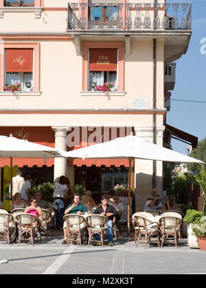 Cafe and people in  the main square of Piazza Tre Martiri, Rimini, Emilia-Romagna, Italy - Stock Image
