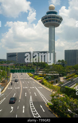 18.04.2019, Singapore, , Singapore - Increased view of the control tower and the Crown Plaza Hotel at Changi Airport. 0SL190418D038CAROEX.JPG [MODEL R - Stock Image