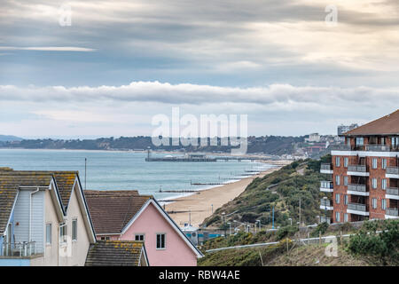 Bournemouth, Dorset, UK. 12th January 2019. Winter sun over beach in Bournemouth on a winters day. Credit: Thomas Faull/Alamy Live News - Stock Image