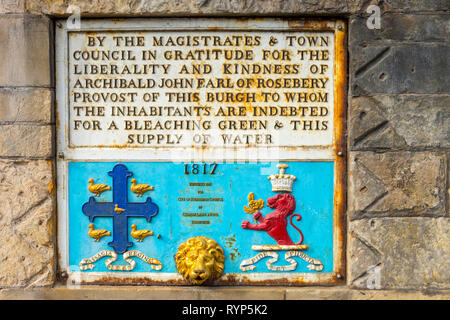 Plaque on the Tollbooth displaying gratitude to Archibald John, Earl of Rosebery for the water supply.  South Queensferry, Edinburgh, Scotland, UK - Stock Image