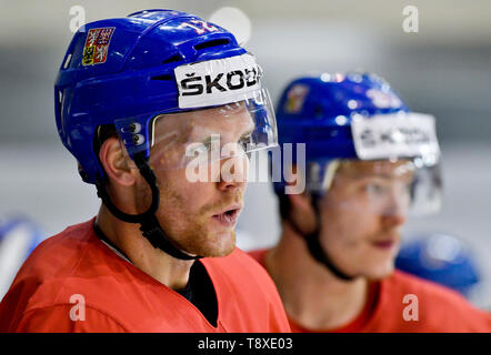 Bratislava, Slovakia. 15th May, 2019. Czech player Radek Faksa, left, attends a training session of the Czech national team within the 2019 IIHF World Championship in Bratislava, Slovakia, on May 15, 2019, one day prior to the match against Latvia. Credit: Vit Simanek/CTK Photo/Alamy Live News - Stock Image