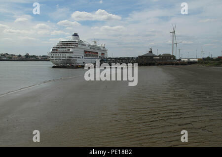 UK: 4 August July 2018: A comemrcial sea vessel docked on the port of Tilbury on the river Thames estuary  on 4 August. Credit: David Mbiyu/ Alamy Live News - Stock Image
