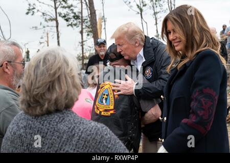 U.S First Lady Melania Trump and President Donald Trump comfort victims from a massive tornado March 8, 2019 in Lee County, Alabama. The region was hit by a tornado on March 3rd killing 23 people. - Stock Image