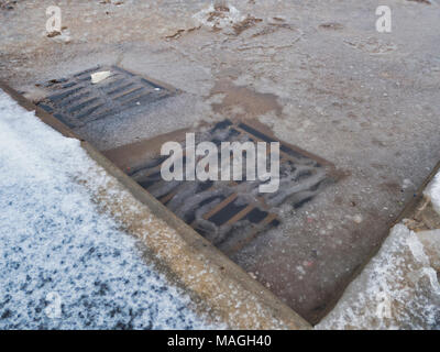Ashbourne, Derbyshire. 2nd Apr, 2018. UK Weather: 1' of morning snow quickly melts causing flooding on Easter Bank Holiday Monday in Ashbourne, Derbyshire Credit: Doug Blane/Alamy Live News - Stock Image