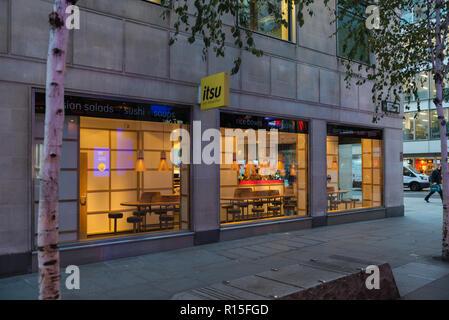 Itsu Japanese takeaway food shop, Cheapside, London EC2, England, UK - Stock Image