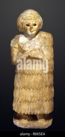 6365. Female figure, gypsum, Mesopotamia c. 2600. BC. - Stock Image