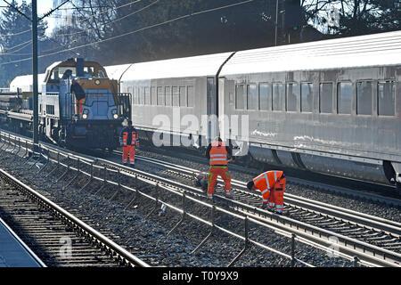 Steeckenkontrolle, line checker, track construction, track construction machine. Track workers when removing railway tracks, track work in Gronsdorf near Muenchen on 22/03/2019. | usage worldwide - Stock Image