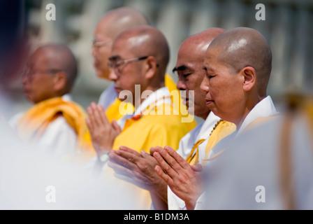 Nipponzan Myohoji Buddhist Peace Pagoda Ceremony 2008 Japanese Buddhist Peace Pagoda Nippon Myohoji Milton Keynes - Stock Image