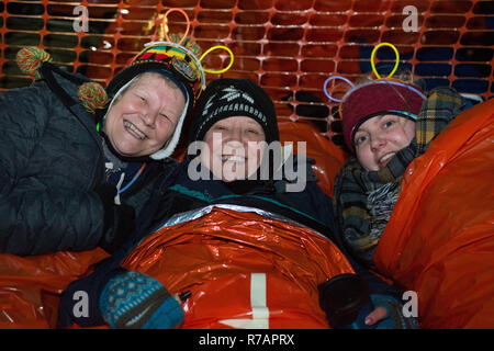 Aberdeen, UK. 8th Dec 2018. Sleep in the Park .Participants bed down for the night.  Credit Paul Glendell Credit: Paul Glendell/Alamy Live News - Stock Image