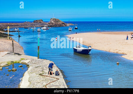 7 July 2018: Bude, Cornwall, UK - The canal at high tide, as holidaymakers enjoy the continuing warm weather. - Stock Image