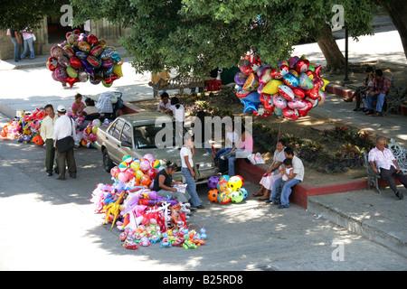 Balloon Sellers, Plaza de la Constitucion, Zócalo, Oaxaca City, Oaxaca State, Mexico - Stock Image