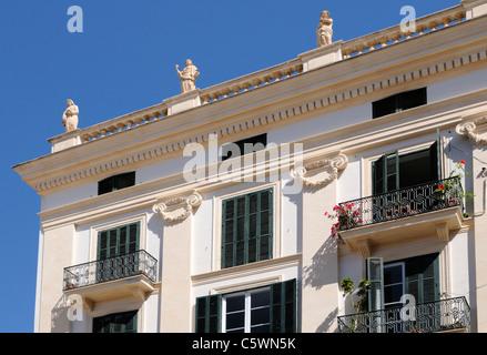 Prachtbau mit Statuen, Palma, Mallorca, Spanien, Europa. - Magnificent building with statues, Palma, Majorca, Spain, - Stock Image