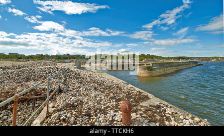 PORTGORDON MORAY SCOTLAND THE HARBOUR AND JETTIES ONE EXTENSIVELY COVERED BY SHINGLE DUE TO WAVE ACTION - Stock Image