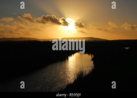 Pevensey Levels, UK. 30th Nov, 2018. UK Weather. The sun shines over the South Downs after a sunny day in East Sussex, Uk Credit: Ed Brown/Alamy Live News - Stock Image