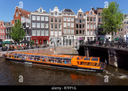 Tourist cruise boat on the Prinsengracht canal in Amsterdam, Netherlands - Stock Image
