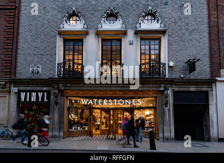 A bookshop in a old building in central Cambridge (England) - Stock Image
