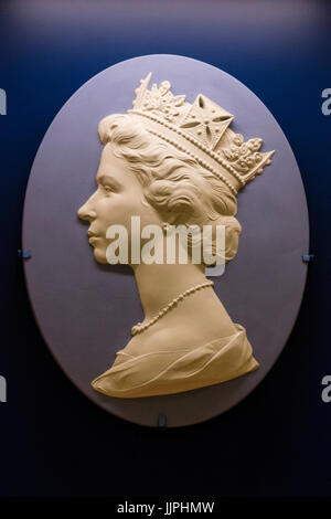 *** EMBARGOED to 00:01 BST, FRIDAY, 21 JULY 2017 *** Pictured: a Wedgwood plaque with the Queen's head. This - Stock Image