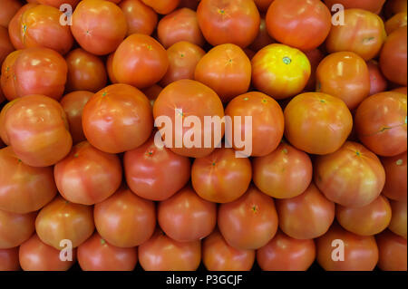 Food background - pile of tomatoes in the farmers market - Stock Image
