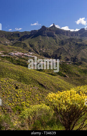 Roque Nublo and the village of Tejeda, Gran Canaria, Canary Islands - Stock Image