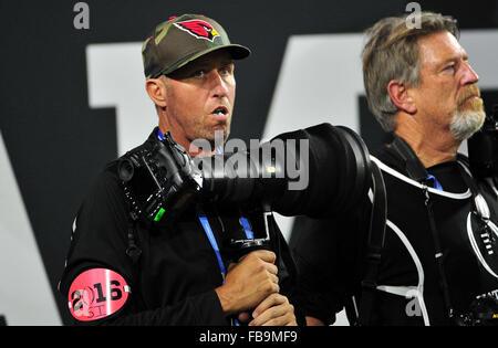 Glendale, AZ, USA. 11th Jan, 2016. Jim ''Bones'' Mackay caddy for Phil Mickelson Assist a photographer - Stock Image