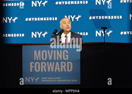 Long Island, USA. 23rd May, 2018. New York State Comptroller THOMAS P. DiNAPOLI gives speech, accepting party nomination, during Day 1 of New York State Democratic Convention, held at Hofstra University on Long Island. MOVING FORWARD slogan is on poster. Credit: Ann E Parry/Alamy Live News - Stock Image