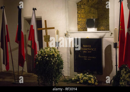 Gdansk, Poland: Grave of murdered mayor of Gdansk city Pawel Adamowicz at St Mary's Church - Stock Image