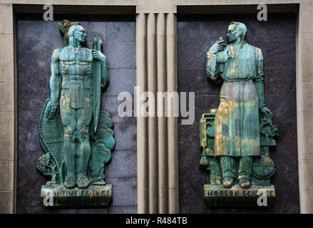 """The figures """"Primitive Science"""" and """"Modern Science"""" are two of six bronze reliefs on the exterior of the former Buhl Planetarium, Pittsburgh, PA, USA - Stock Image"""
