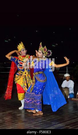 Dancers performing a Traditional Burmese  dance on board 'RV Paukan 2007 'Ayeyarwaddy River  cruise . Myanmar - Stock Image